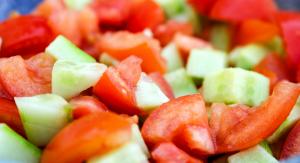 komkommerschijfjes met tomaat